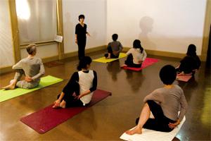 中央公会堂 ヨーガ瞑想クラス