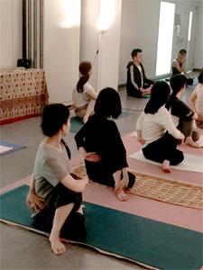 長岡京クラス ヨーガ・アーサナ風景
