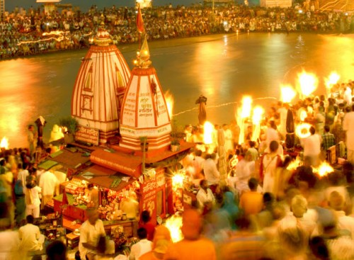 ganga aarti at haridwar (source:http://ashokkoul.blogspot.jp)