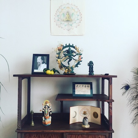 牟尼草庵の祭壇