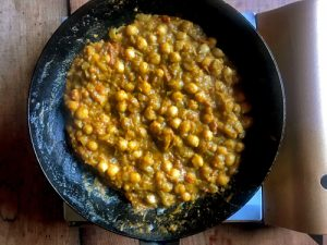 豆を煮込む2