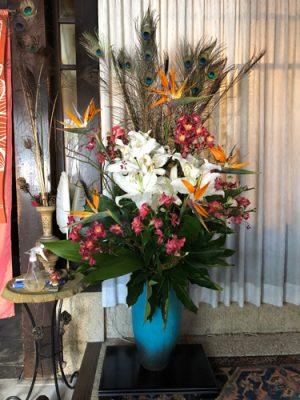 ジャヤンティー玄関の花